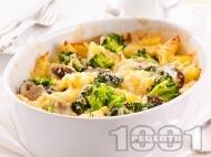Рецепта Запечени бланширани картофи огретен със сирене, броколи, гъби, заквасена сметана и кашкавал на фурна